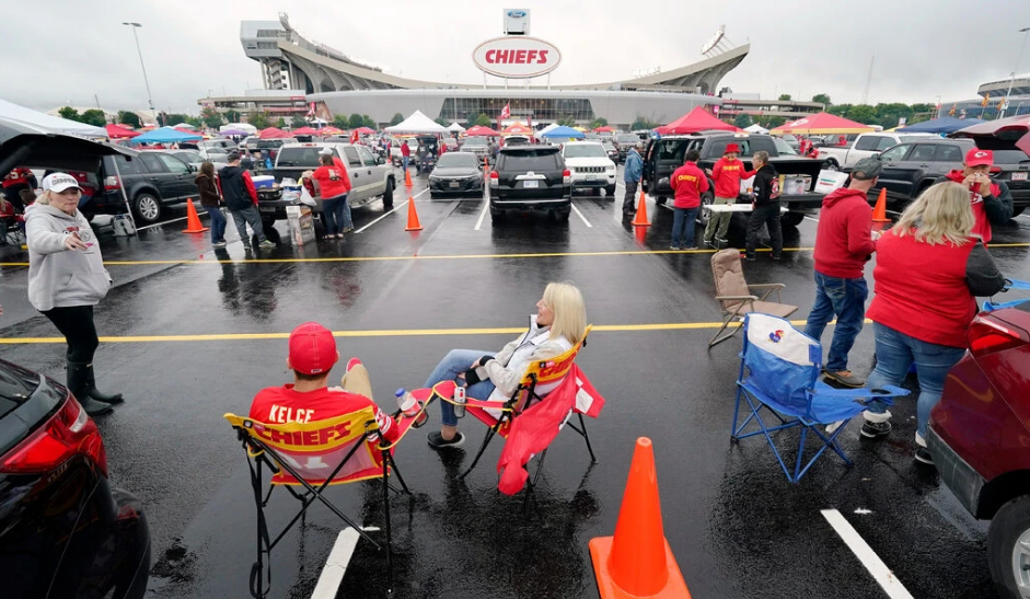 Chiefs Fans, Used to Chops and Cheers, React to N.F.L.'s New Climate
